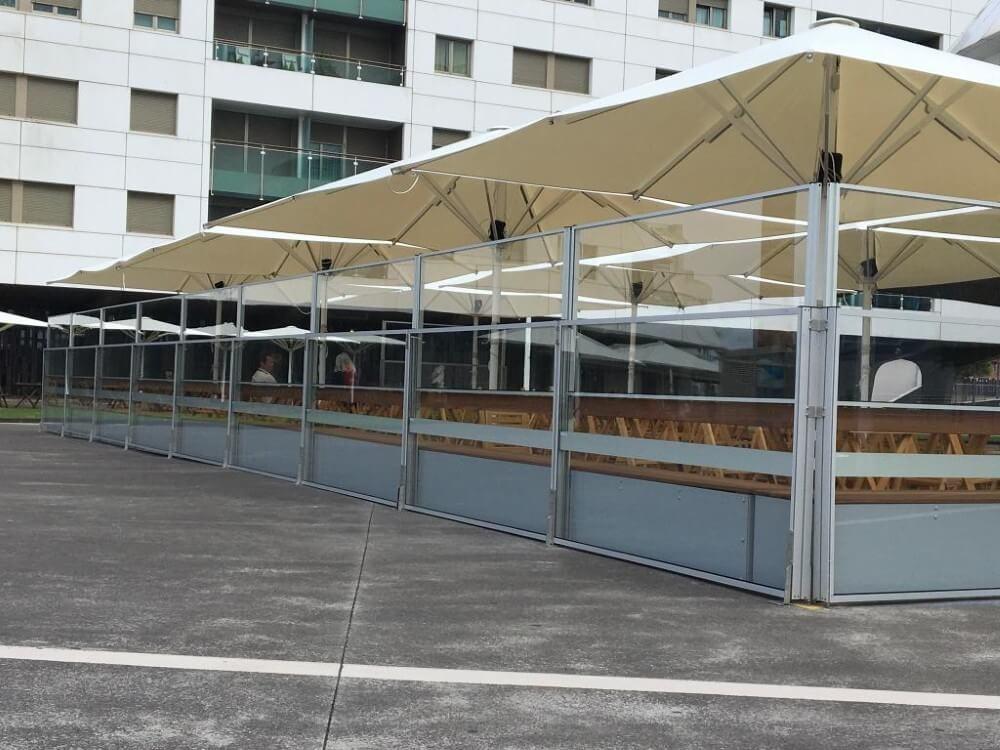 Instalación De Sombrillas Para Terrazas De Bares De