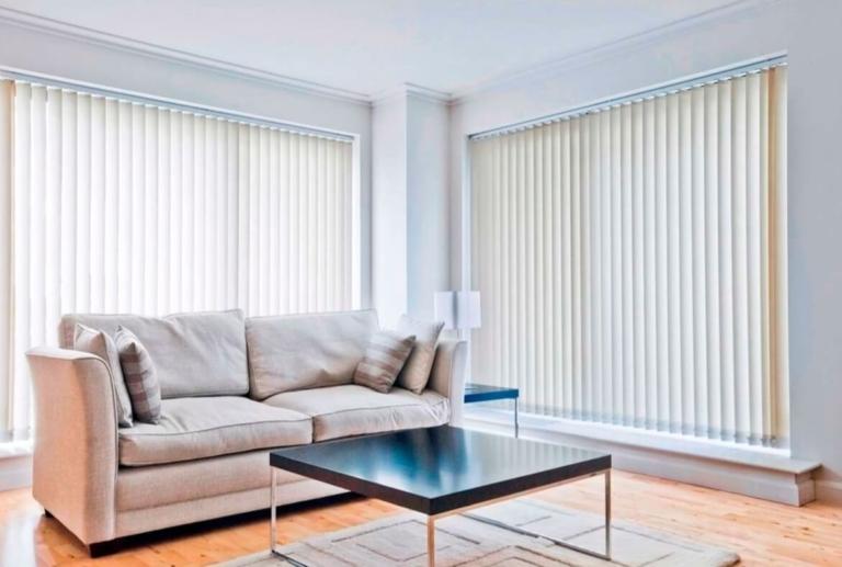 stores y cortinas verticales